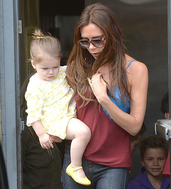 Victoria Beckham and her children have lunch at Jack n' Jill's restaurant in Beverly Hills