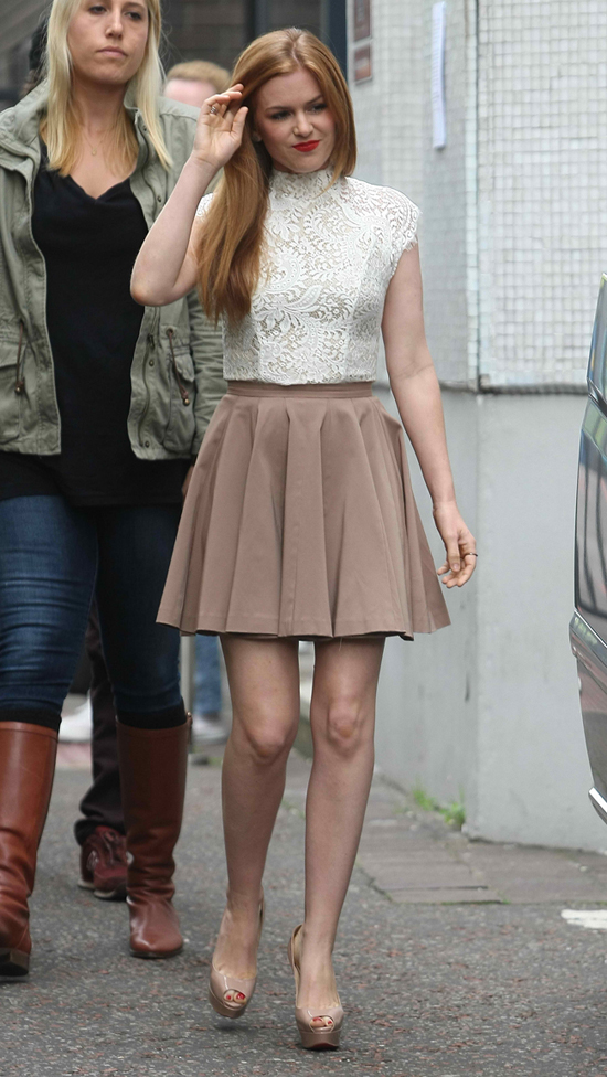 Isla Fisher Lace Top1